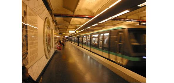 Une connexion Wifi dans le métro parisien