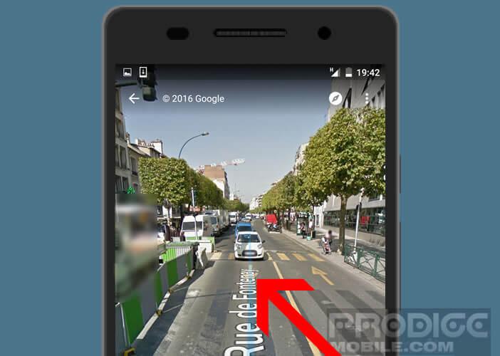 Se déplacer dans Street View en suivant la ligne bleue