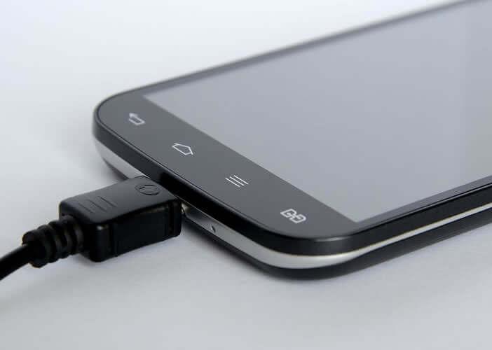 Pour en finir avec la recharge par câble micro USB