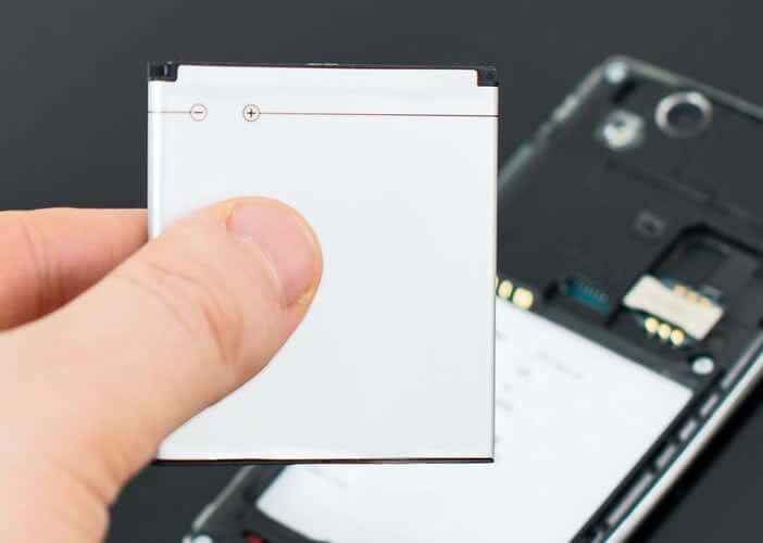 Retirer la batterie amovible de votre smartphone