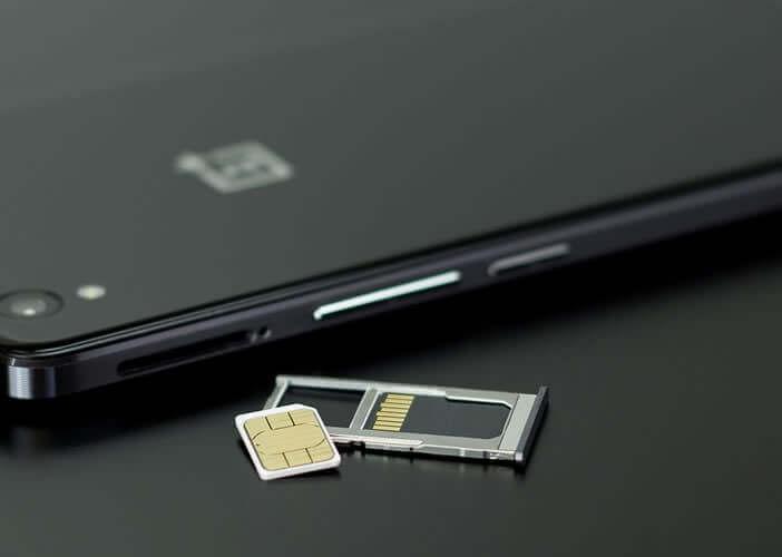 Ejecter le tiroir contenant le plateau sur lequel on pose la carte SIM