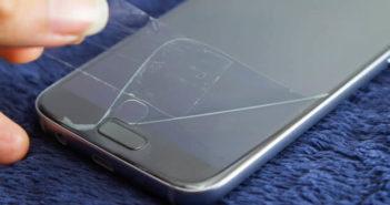 Apprenez à poser un film de protection sur l'écran d'un smartphone