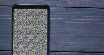 Deux méthodes pour réparer des pixels morts sur l'écran d'un smartphone