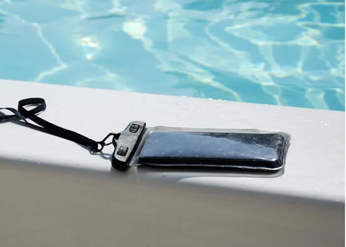 Equiper son iPhone d'une coque étanche pour le protéger sous l'eau
